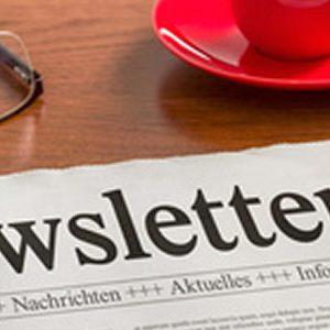 Zeitung auf Schreibtisch - Newsletter